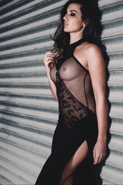 Robe longue très sexy en dentelle, poitrine transparente et résille, Titia